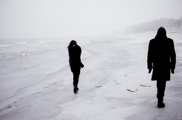 Favim.com-beach-black-and-white-boy-cold-fashion-142999