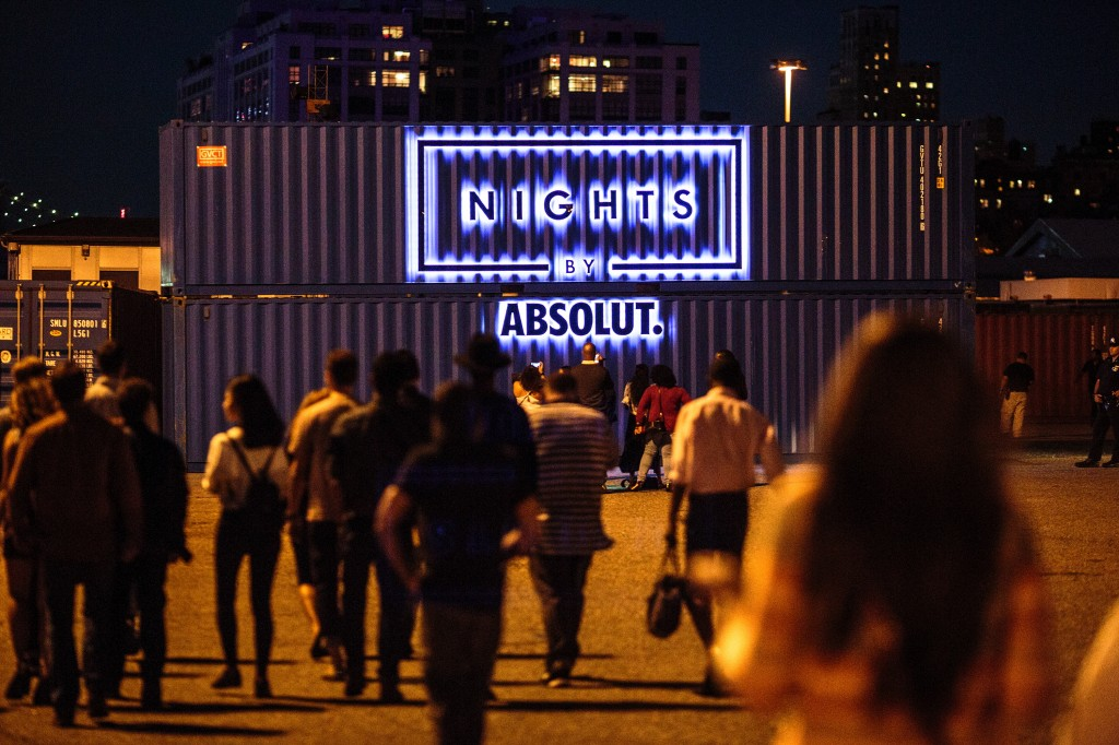 Nights by Absolut - Wide Shot Sign_AW