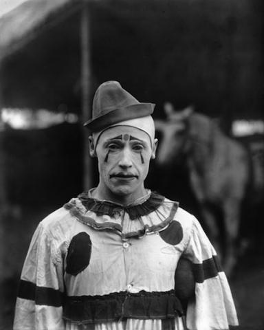 black-and-white-clown-photography-sad-Favim.com-588649