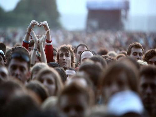 crowd-guys-love-peace-Favim.com-421136