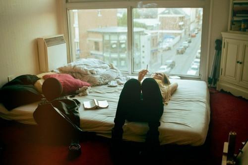 bed-cigarette-city-girl-Favim.com-538479