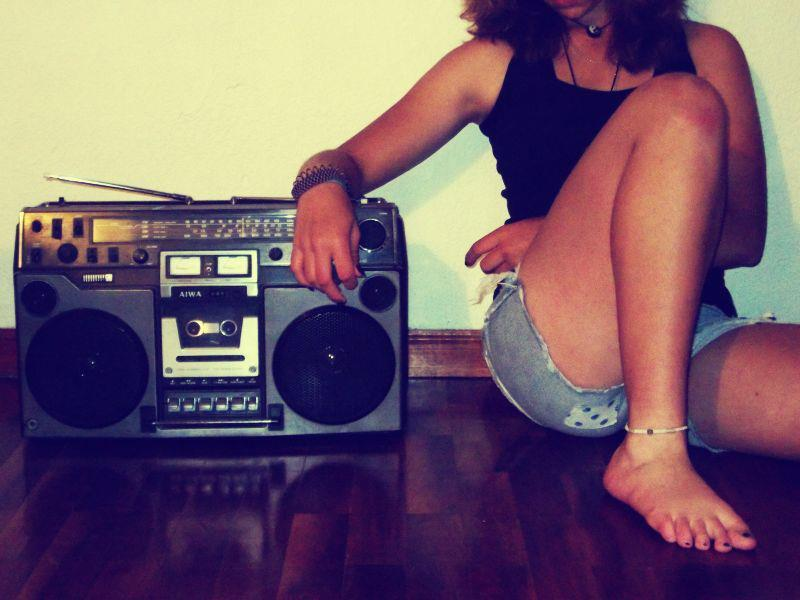 girl-music-nice-radio-stereo-Favim.com-356943
