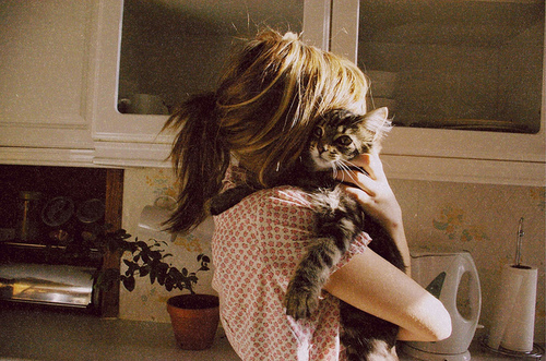 animal-cat-cuddle-cute-girl-Favim.com-112957_large
