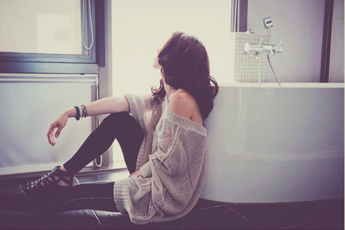 alone-bathroom-fashion-girl-lonely-girls-Favim.com-426797