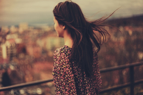 tumblr_static_alone-girl-thinking-wind-young-favim.com-447373
