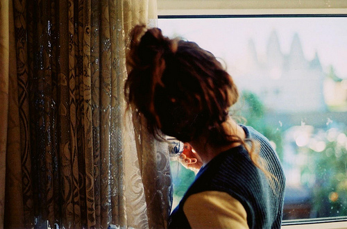 girl-hair-window-Favim.com-285065