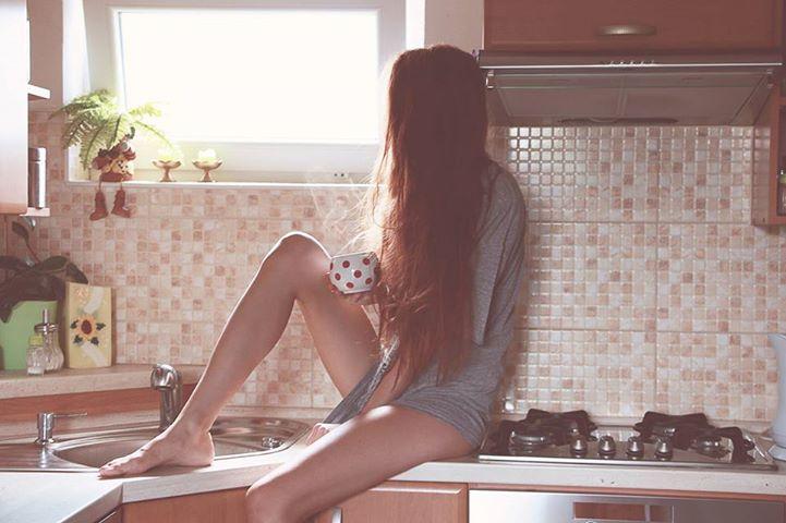 cup-girl-kitchen-morning-Favim.com-972310