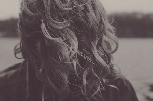 back-black-and-white-curl-curly-hair-cute-girl-Favim.com-63658