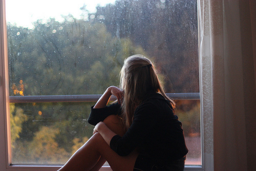 alone-girl-rain-wind-favim-com-213215