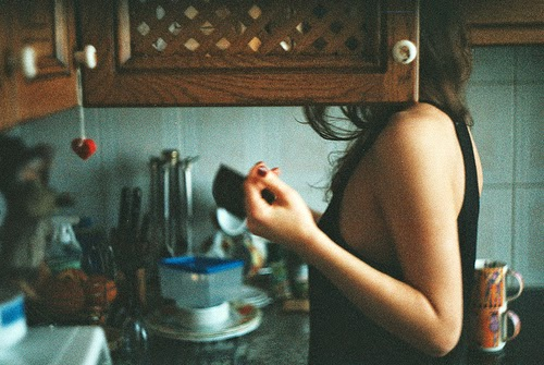 bokeh-girl-grain-kitchen-mug-Favim.com-108296